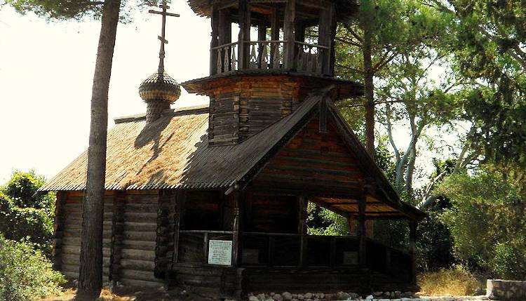 File source: https://commons.wikimedia.org/wiki/File:Russian_Chapel,_Sfaktiria_Island.jpg